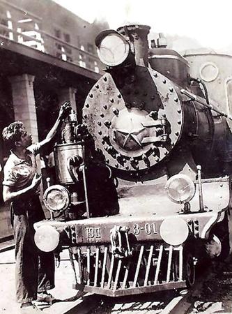Самый первый паровоз ЮП-3-01 был совсем маленьким.