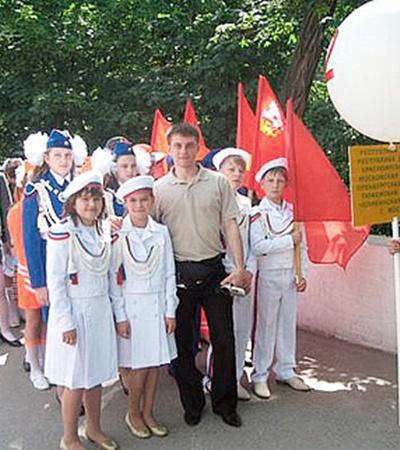 Ребятня обожала молодого преподавателя ОБЖ Виталия Морозова.