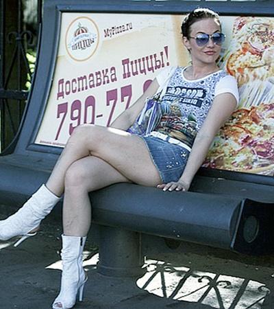 Мария Берсенева за пределами съемочной прощадки предпочитает спортивный стиль.