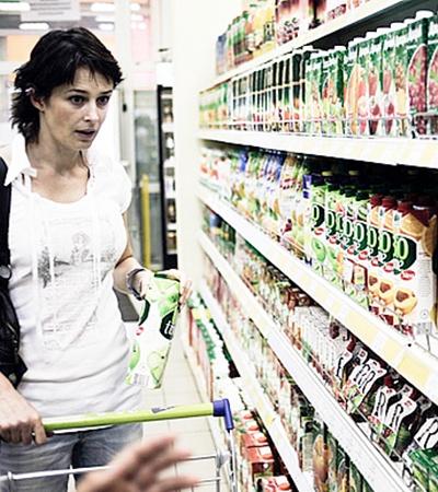 Ирина Сидорова занята походами по магазинам.