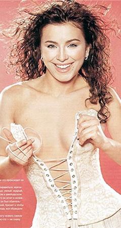 Ани Лорак в начале карьеры тоже не обошлась без откровенных съемок.