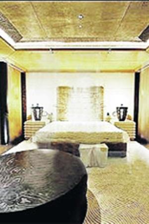 Фотографы немецкого журнала «Бильд» пробрались на яхте даже в спальню Абрамовича.