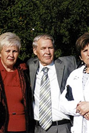 Юлия Владимировна (слева) внешне похожа на дальнего родственника...