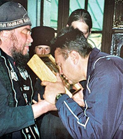 Отец Зосима впервые исповедовал будущего президента, а позже венчал его с супругой.