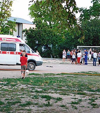 Для детей, видевших, как погибли их друзья, несколько раз вызывали скорую. Фото Юлии ЮСУПОВОЙ.