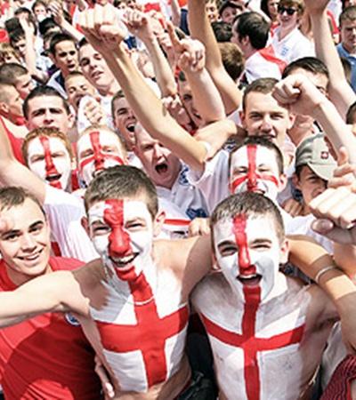 Англичане болеют неистово, требуя от своих любимцев такой же яркой игры.