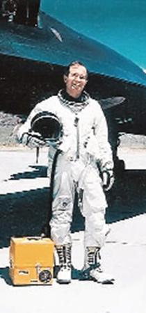 Многие всерьез считают, что «зона» в Неваде построена специально для испытаний инопланетной техники.