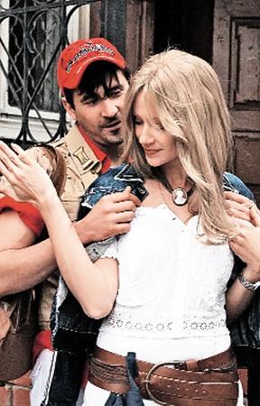 Героиня Марии Мироновой влюбилась в провинциального мачо по кличке Де Ниро в исполнении Евгения Миллера.