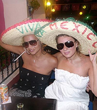 Маша и Жанна готовы к кастингу для мюзикла «Соломенная шляпка».