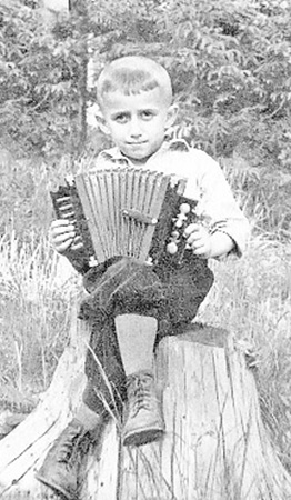 Тяга к музыке у Юрия была с детства. 1950 г.