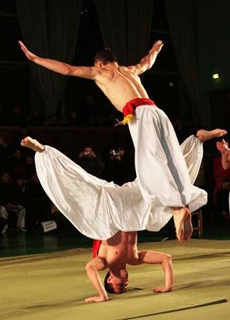 В спасе есть все: элементы карате, самбо, дзюдо, акробатики.