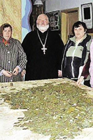 Под Пасху Господь послал  на реставрацию храма в селе Юсово два ведра царских монет.