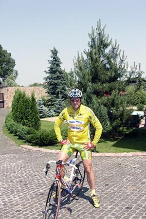 Виктор Корж - мастер спорта международного класса по велоспорту, плавает, увлекается теннисом и баскетболом.