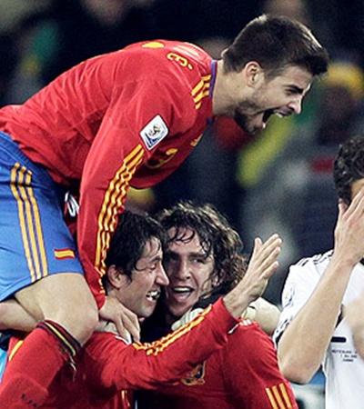 Слева - направо: Пике, Капдевила, Пуйоль - железобетон чемпионов мира!