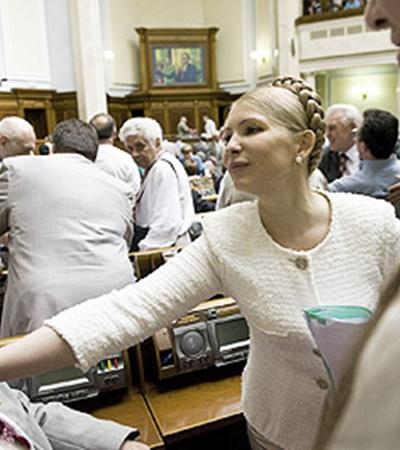 Юлию Тимошенко по случаю праздника пригласили в Раду. Но выступить не дали.