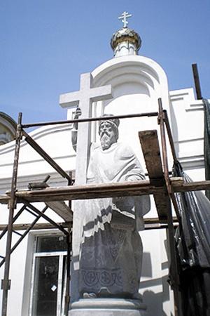 Высота Святого Владимира - 6 метров, вес - около 2,5 тонны.