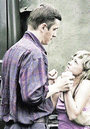 В «Счастье моем» малолетняя проститутка (Ольга Шувалова) сбивает дальнобойщика (Виктор Немец) с пути истинного.