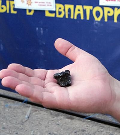 Это осколок огромного Сихотэ-Алиньского метеорита, который упал 12 февраля 1947 года на Дальнем Востоке России.