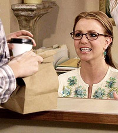 Бритни легко далась роль глупой секретарши, а рейтинги сериала пошли вверх.