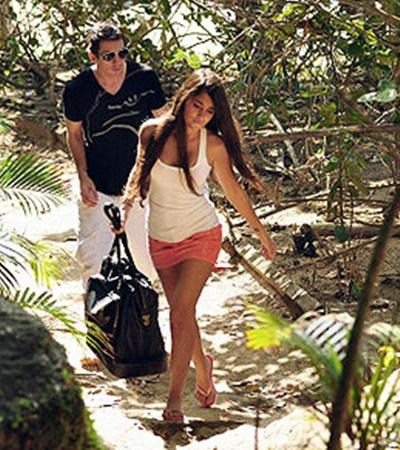 Месси с подругой Антонеллой спрятался в бразильских джунглях.