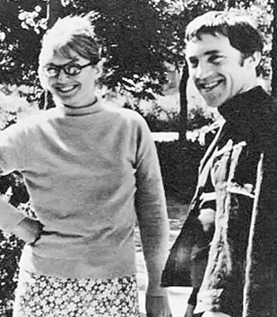 Незадолго до смерти Высоцкий собирался уехать в Париж к жене Марине Влади.