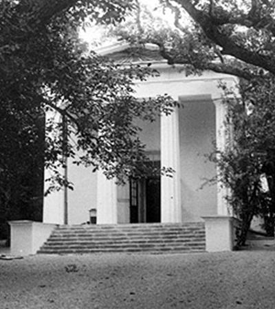 После революции на месте церкви раскопали лишь алтарь с источником (фото 1915 года).