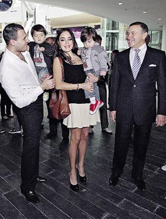 Сын олигарха Агаларова Эмин с папой, детьми и женой - дочерью президента Азербайджана Ильхама Алиева.