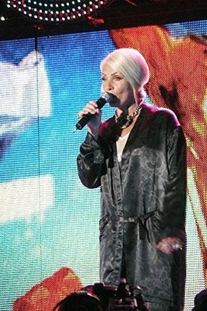 Лайма Вайкуле спела «Про понты» в «безпонтовом прикиде».