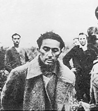Сын Сталина Яков в Великую Отечественную попал в плен. Когда Сталину предложили обменять сына на фельдмаршала Паулюса, Сталин ответил: «Я солдата на фельдмаршала не меняю». Яков погиб в концлагере.