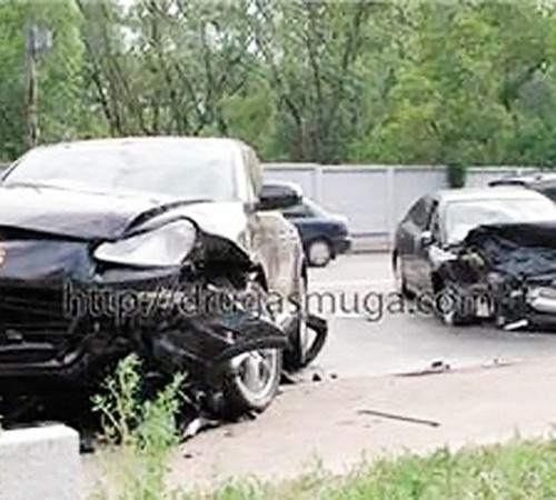 В результате ДТП машины разбились в дребезги.