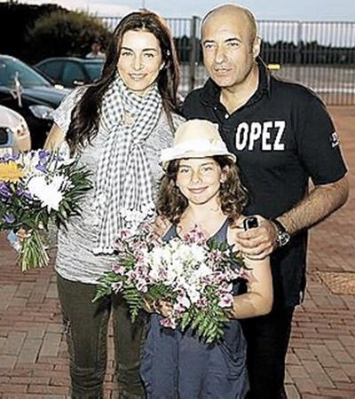 Игорь Крутой с женой и дочкой Сашей прилетел в Латвию на частном самолете.