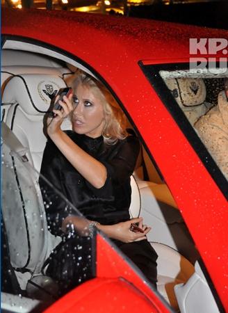 Телеведущая выбрала авто с номерами «666» за миллион евро. Фото: Елена ЛАПТЕВА