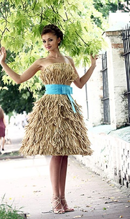 На изготовление платья для Анны Пославской ушло несколько тысяч колосков.