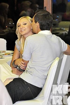 Самой милой пара вечера неофициально стали Кристина Орбакайте с супругом Михаилом Земцовым.