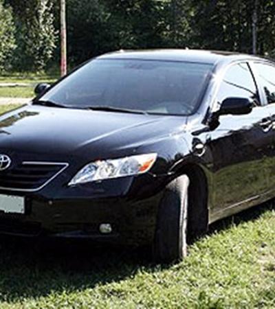 По работе главный гаишник Украины ездит на служебной Toyota Camry, а в личном пользовании - скромный Renault Laguna.