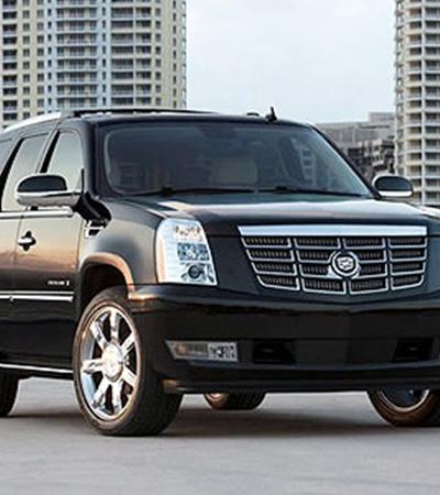 В автосалонах Киева Cadillac Escalade предлагают в среднем за 700 тысяч гривен.