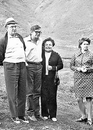 Cлева направо: Ю.В. Андропов, егосын Игорь, супруга Юрия Владимировича Татьяна Филипповна идочьТатьяна. Кисловодск. Август, 1974 год.