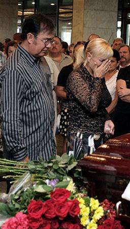 Виталий и Светлана Билоножко пришли проститься с коллегой и другом.