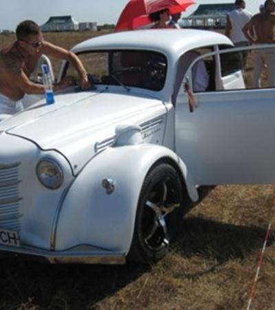 На 401 Москвич установили спортивный двигатель
