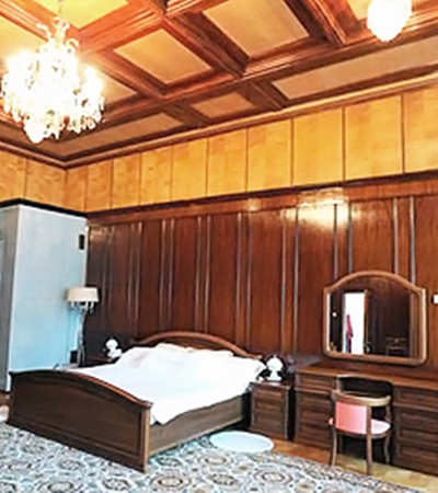 Чинаровая спальня.