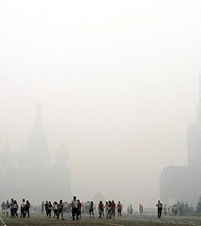 Москва, 6 августа. Клубы дыма заволокли Красную площадь.
