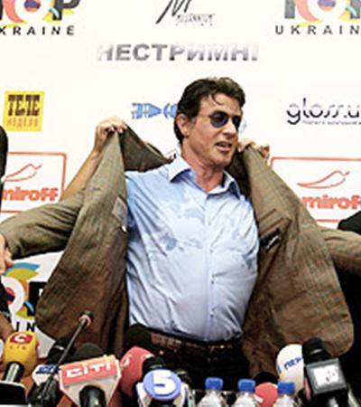 От жаркого украинского приема Сталлоне даже вспотел.
