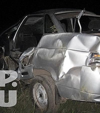 На 2 километре проселочной дороги водитель не справился с управлением, и машина опрокинулась в кювет.