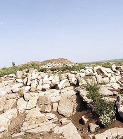Археологический памятник назвали Мергелевой грядой (от названия камня, из которого сложены пирамиды).