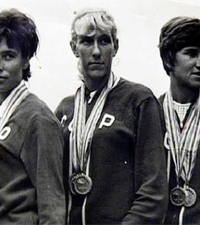 Валентине (в центре) в юности не разрешали заниматься спортом из-за проблем с сердцем.