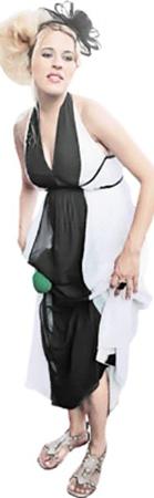 Двойник Собчак актриса Маруся Зыкова борется за победу, будучи на четвертом месяце беременности.