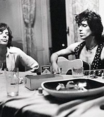 Кадр из документалки «Стоунз» в изгнании»: юные Джаггер и Кит Ричардс работают над одним из лучших своих альбомов Exile on Main Street.