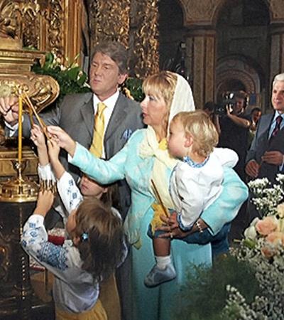 Победив на выборах, Ющенко сразу же поспешил ввести новые традиции празднования.