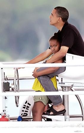 У Барака Обамы и его дочек - каникулы.