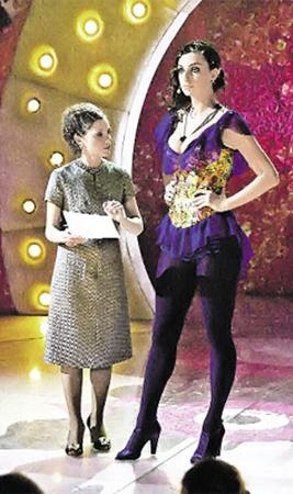 Словесные перепалки Натальи Андреевны (слева) и Кати Варнава - одно из главных украшений программы.